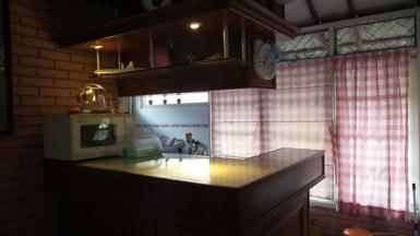 Ruang dapur, meja makan